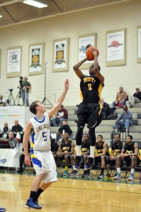 Mott freshman Malik Albert scored a game-high 20 points against Iowa Lakes. (Mike Tews, MCC)